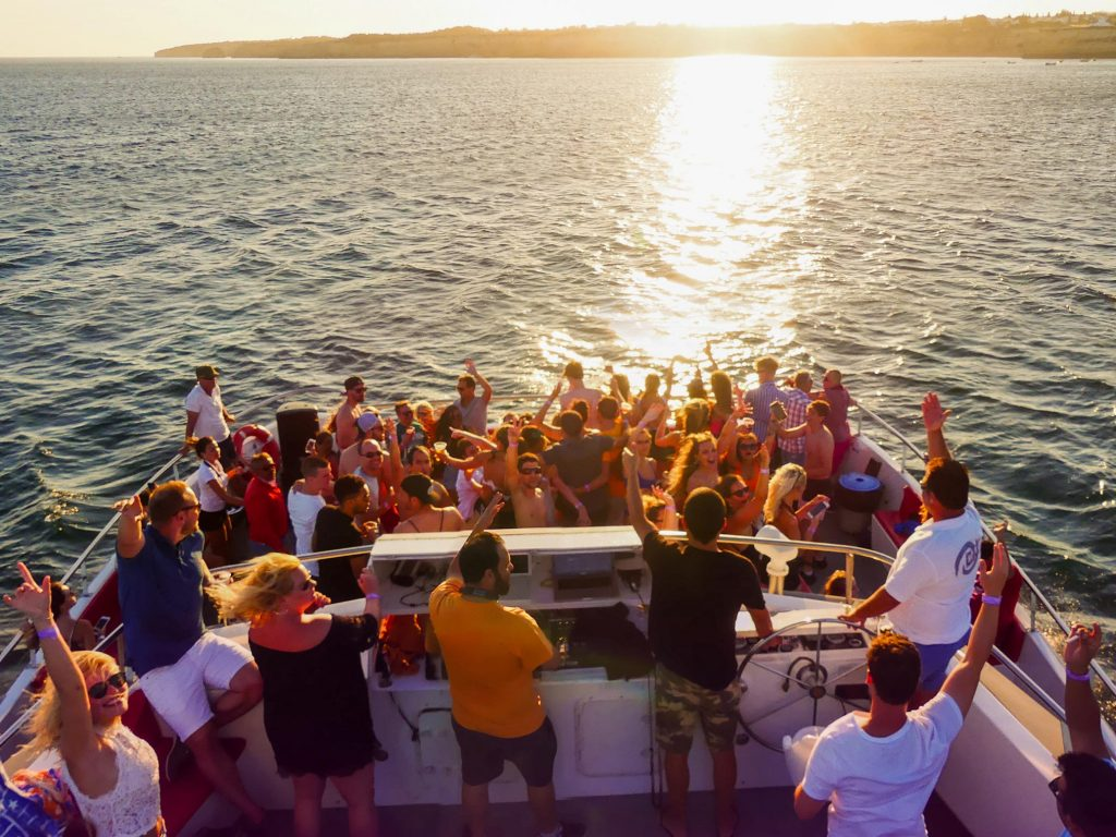 resident dj´s playing house music at belize boat party by algarexperience