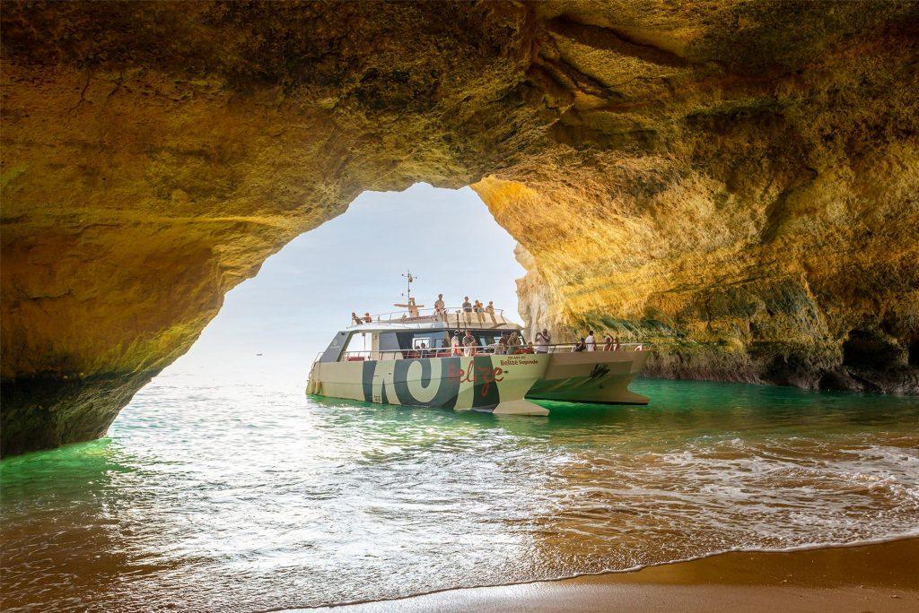 catamaran belize segundo na gruta de benagil cave